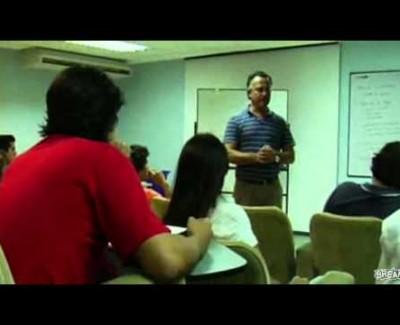 El profe humilla al payaso de la clase [Vídeo]