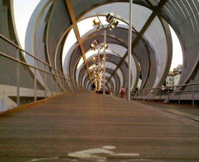 El 'puente Perrault' de Madrid Río y su supuesto carril bici [Crítica]