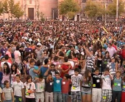 Ocho mil personas bailando 'Paquito El Chocolatero', en Medina del Campo