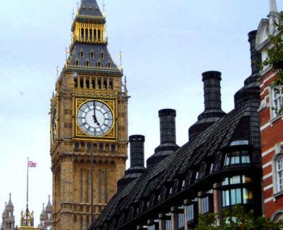El Big Ben se inclina con el paso de los años