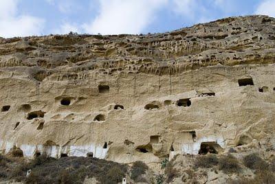 Un deslizamiento de tierra deja enterradas las casas cueva - Casas enterradas ...