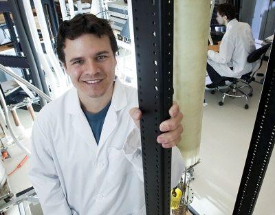 Joven físico español premiado con un millón de dolares