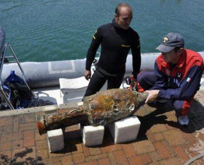 Gran hallazgo de un barco cargado de ánforas en el mar Tirreno