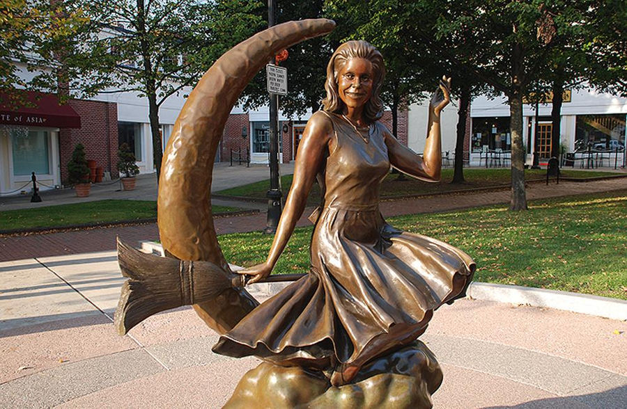 Estatua a la protagonista de la serie Embrujada (Salem, EEUU). Foto: Salem.org