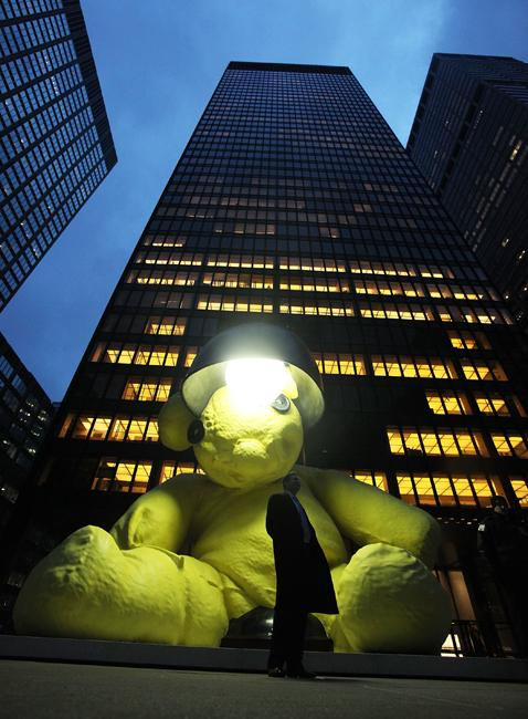 Osito Teddy del artista Urs Fischer (Nueva York, EEUU). Foto: Getty Images.