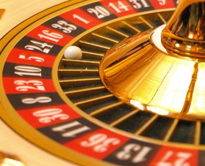 Una buena forma de ganar dinero: el juego en internet y desde casa