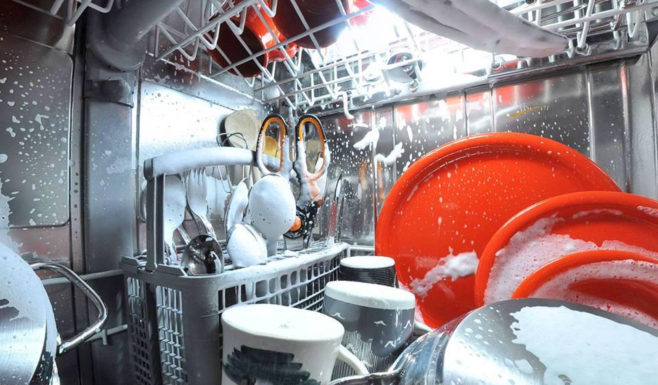 La visi n de una c mara dentro del lavavajillas - Como limpiar un lavavajillas ...