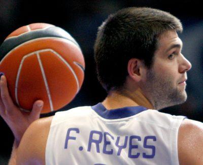 Increíble canasta de Felipe Reyes