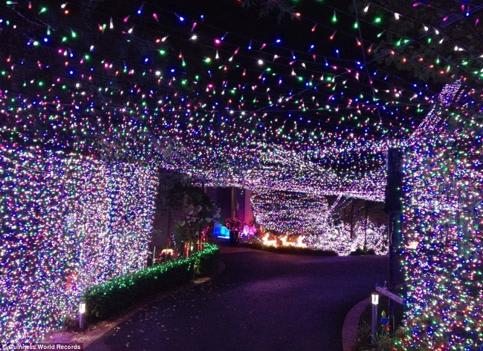 Guinness World Record Christmas lights2