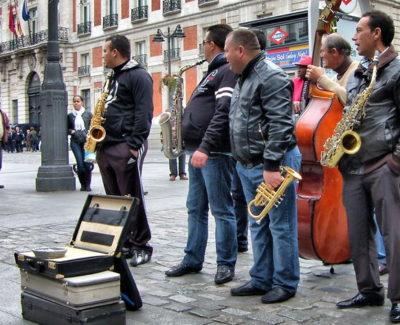 Examen obligatorio a los músicos para tocar en las calles de Madrid, ¡y así responden!