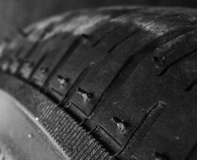Cómo saber la presión óptima para los neumáticos de tu vehículo