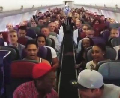Esto es lo que pasa cuando viajas con el elenco del musical El Rey León en el mismo avión
