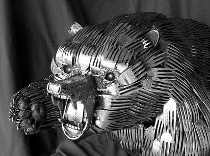 esculturas-cubiertos-bacinerias-05