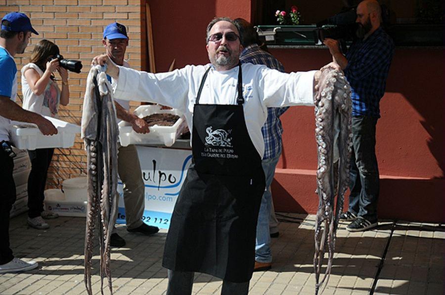 tapa-pulpo-mas-grande-mundo-bacinerias-08