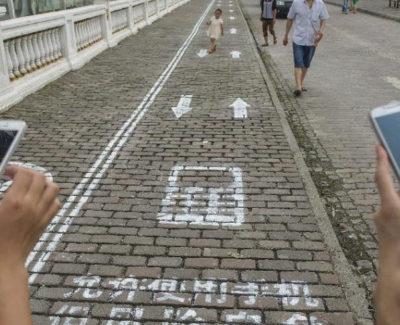 Carril smartphone, para los adictos a andar con el móvil por la calle