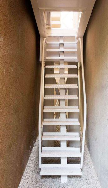 Casa Keret escalera