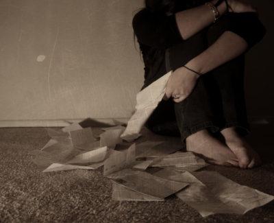 ¿Por qué nos sentimos tristes tras una relación?